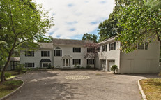 56 Summit - front of house 1010.jpg