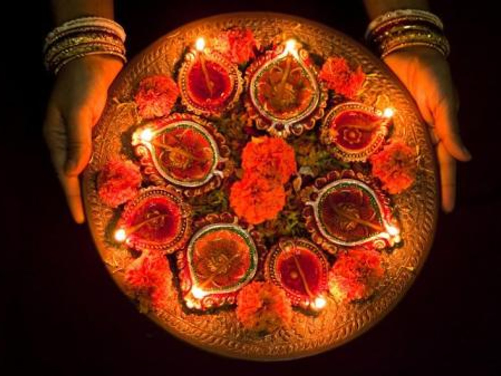 PHOTO CREDIT: http://kids.nationalgeographic.com/explore/diwali/#diwali_candles.jpg