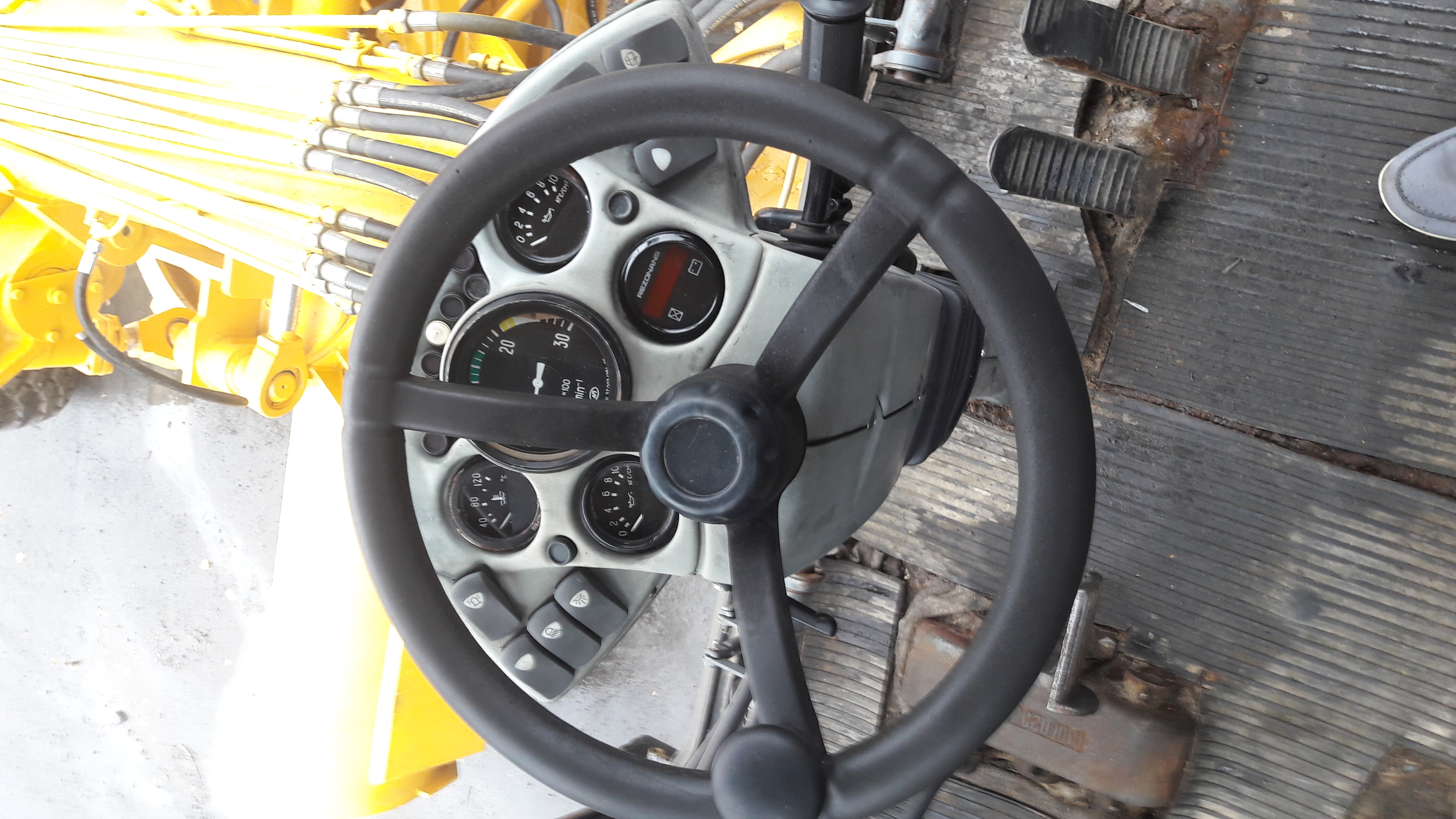 ДЗ 98 кабина внутри