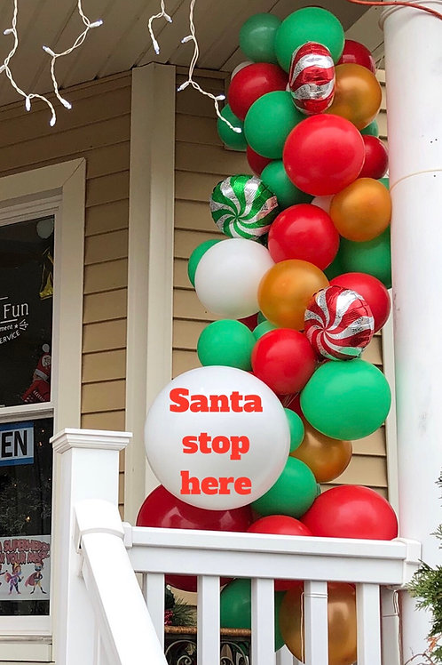 Santa stop here balloon garland