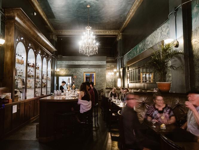 Dillinger's Cocktails & Kitchen