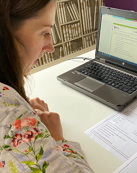 Online English with EiT teacher Amy