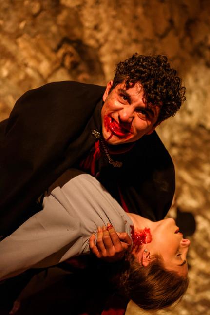 Dracula attacks Mina