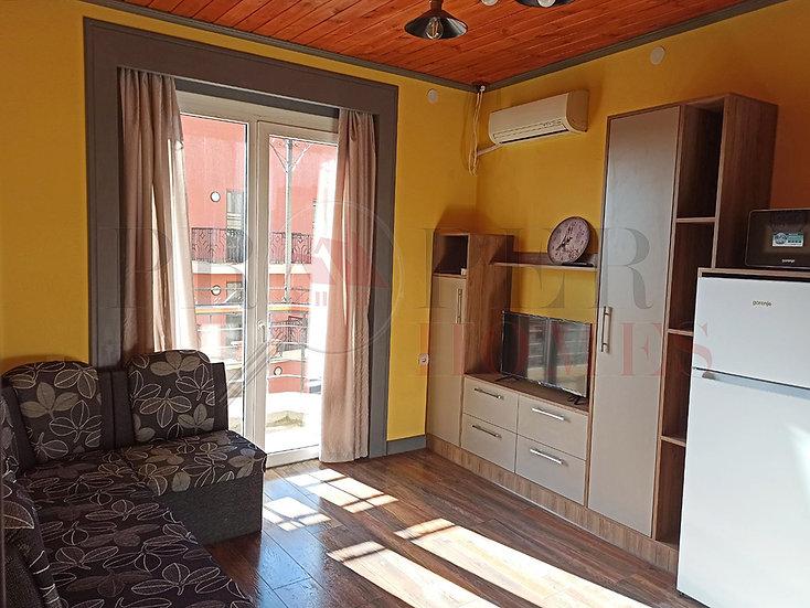 Слънчев Двустаен Апартамент под Наем в Центъра