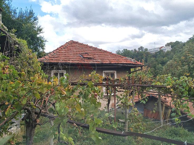 Самостоятелна Къща с Двор и Панорамна Гледка в гр. В. Търново