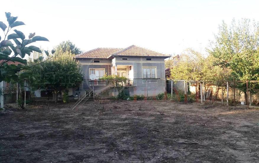 Къща с Три Гаража в с. Долна Липница за продажба