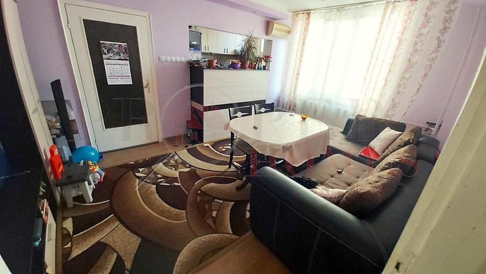 Реновиран Тристаен Апартамент за Продажба, гр. Велико Търново