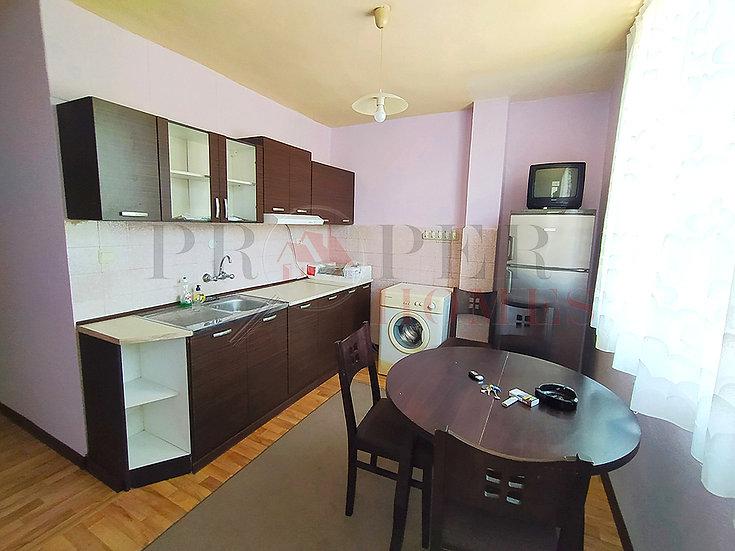 Просторен Апартамент с Три Спални за Продажба