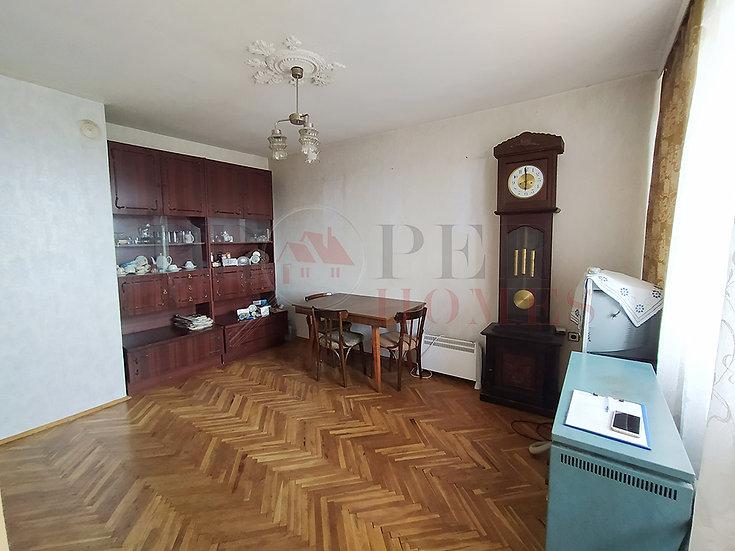 Многостаен Апартамент в Широк Център за Продажба