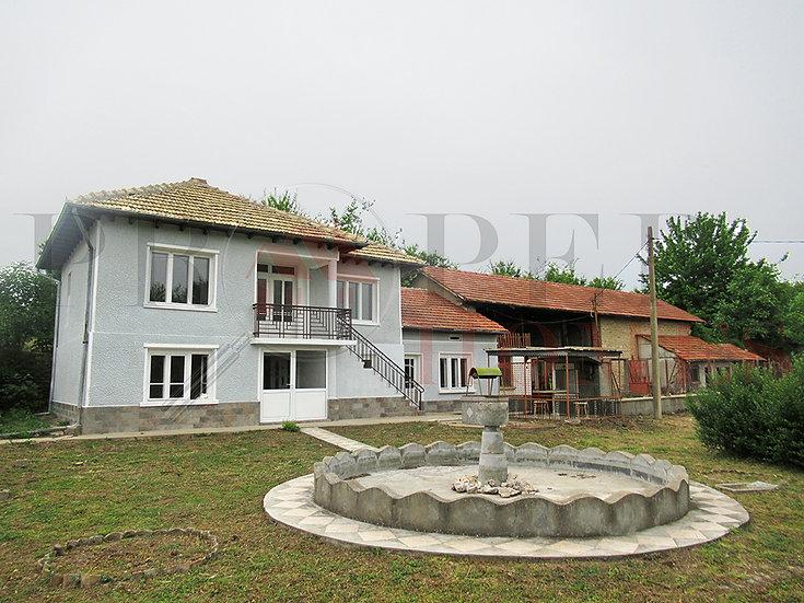 Реновирана Двуетажна Къща в с. Полски Сеновец за продажба