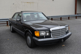 199 Mercedes Benz 300se.JPG