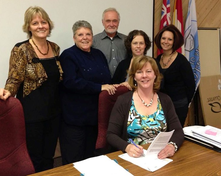 2013 Signing the MNR agreement