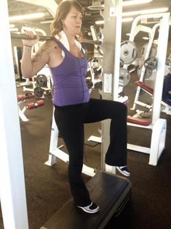 Step-up/knee drive (smith)