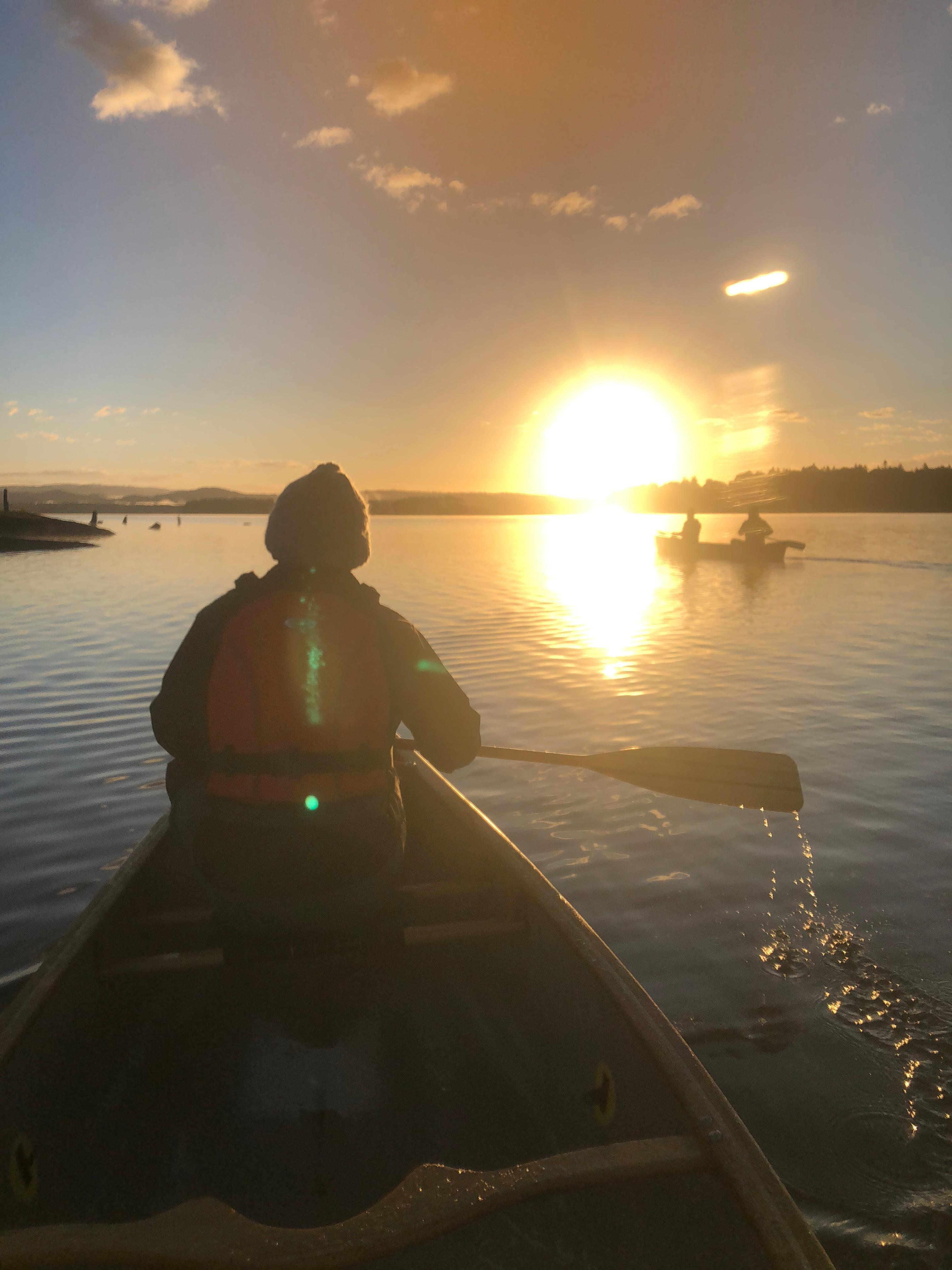 湖でサンライズカナディアンカヌー (2時間)