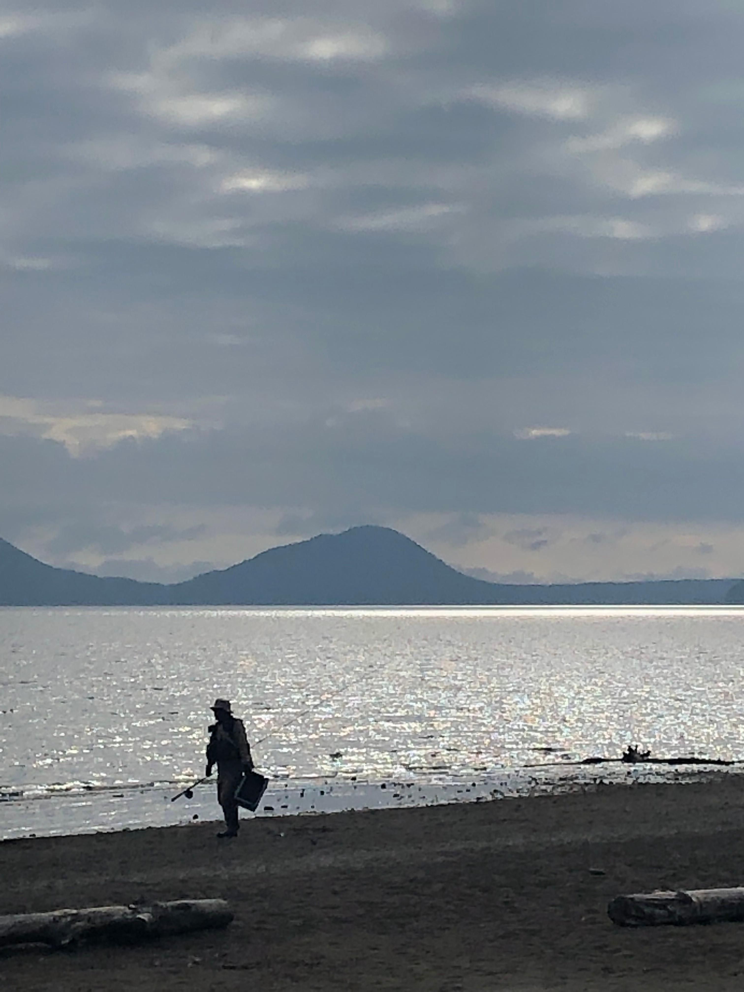 湖でフィッシングカナディアンカヌー (4時間)