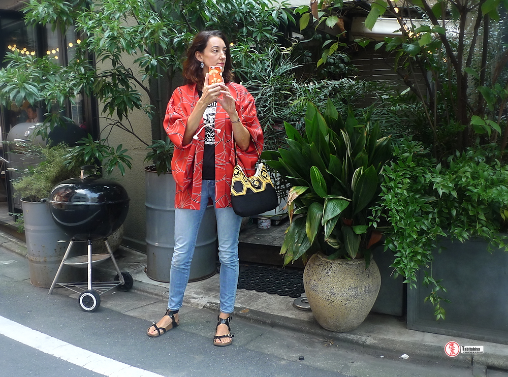 femme portant un haori veste pour kimono Tabitabiya boutique japonaise