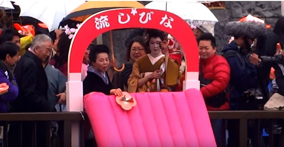 Festivl de Asakusa Edo Nagashi-Bina à Tokyo