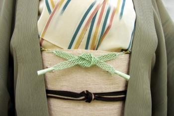 haori himo nouées sur une ceinture obi