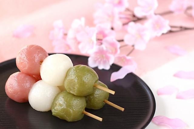 Sansho dango dessert japoanis traditionnel pour hina matsuri la fête des petites filles au Japon