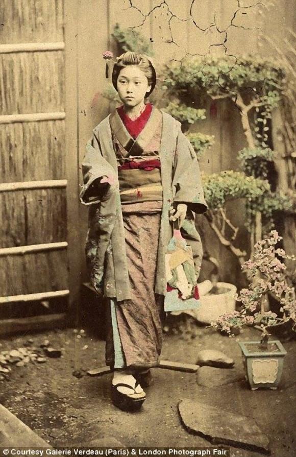 Jeune fille de la fin de l'Epoque d'Edo portant un haori