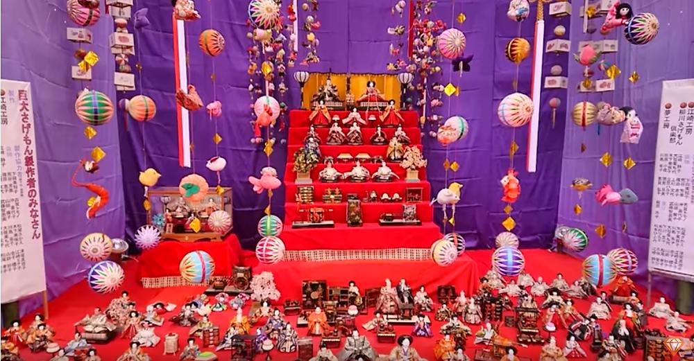 Festival de tsurushi-bina dans la ville de Yanagawa, au Japon, dans la préfecture de Shizuoka