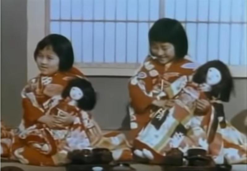 vidéo youtube sur le Japon d'avant la seconde guerre mondiale et qui nous montre comment on fêtait hina-matsuri, les fête des poupées, la fête des petites filles au Japon
