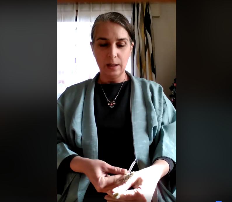 Tutoriel vidéo pour nouer les haori himo de sa veste kimono Tabitabiya boutique japonaise