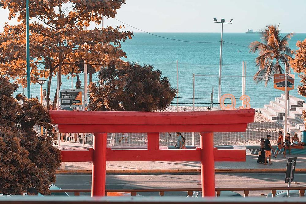 portique torii rouge d'un sanctuaire shinto au Japon