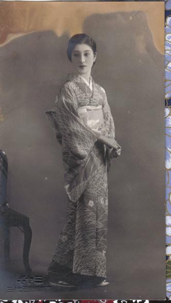 Femme en kimono en 1930, soit  à la 5ème année de l'ère Showa