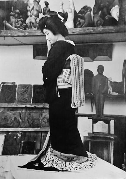La geisha Matsuka 松香 et un Hakata obi