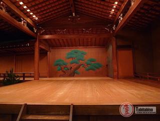 UN OEIL DANS LES COULISSES DU THEATRE NATIONAL DE NOH DE TOKYO