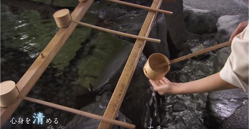 rite de Temizu 手水au sanctuaire d'Ise au Japon