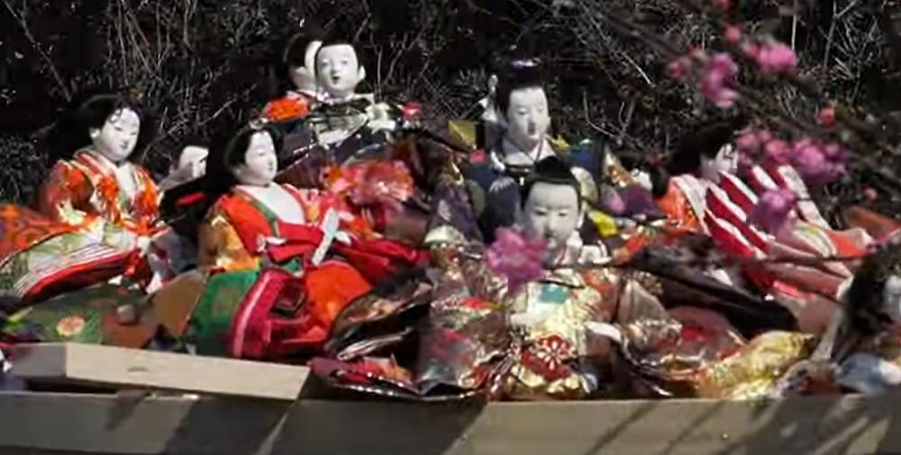 Festival de Nagashi-Bina au sanctuaire d'Awashima, dans la préfecture de wakayama, au Japon.