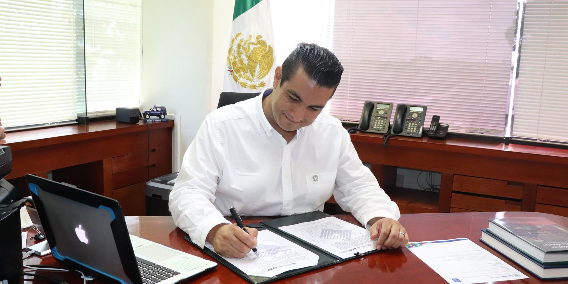 Rector_UTM_-_Mauricio_Cámara_2.jpg