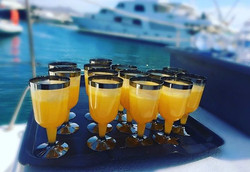 Mimosas anyone __ 🥂 Start your day with