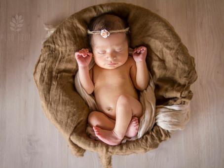 Amelia de 8 días: fotografía de recién nacidos en Quito