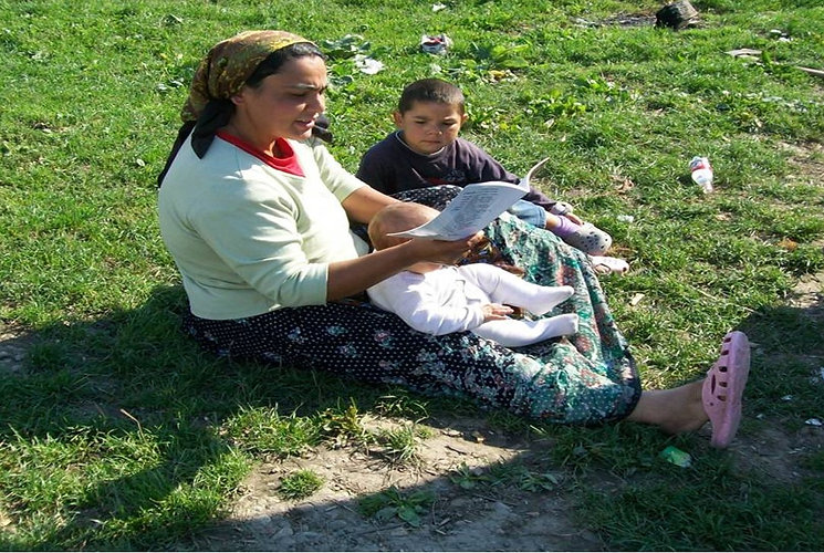Reading Roma mother reading new material