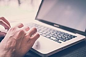 Ein Lernr beim live online Unterricht.
