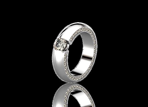 Bague sertie tension or et diamants