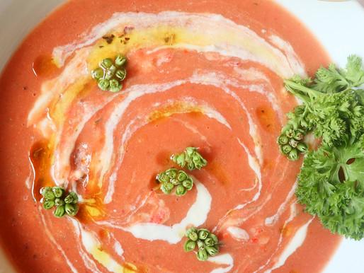 RECEPT: zomerse gazpacho met perzik (licht en simpel gerecht voor superhete zomerdagen)