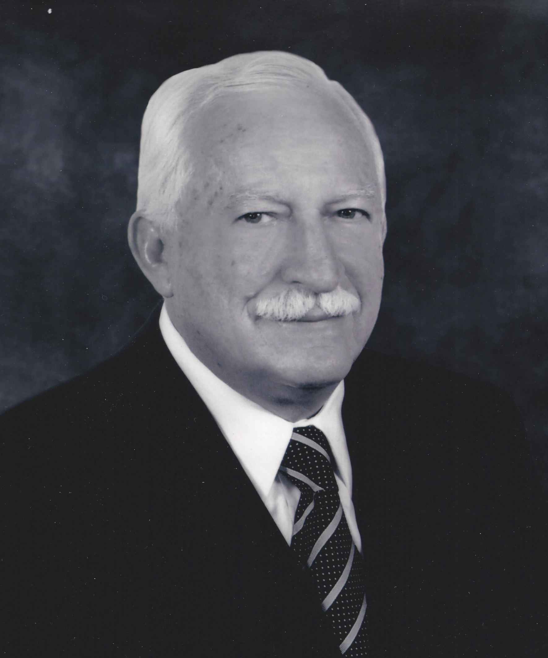 SR. MIGUEL ÁNGEL CABELLO GONZÁLEZ