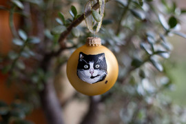 black-and-white-cat-portrait-bauble.jpg