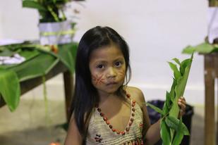 Bambina kichwa con abito tradizionale