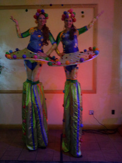 Cirque stilt walker