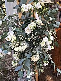 Roses blanches pour cérémonie laïque