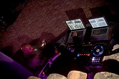 DJ Eric Ferrer, aux platines du Domaine des Danjean