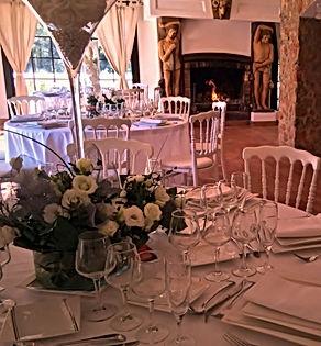 Dans la salle de réception du Domaine des Danjean, repas authentique et délicieux.