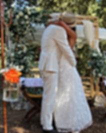 Dentelle de calais, organza de soie, cotonnade ivoire, robes de mariée au Domaine des Danjean