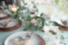 Décoration table restaurant mariage gypsophile eucapylptus