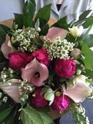 Bouquet frais de fleurs coupéespg